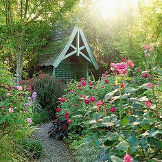 Bauerngarten gestalten schöne Gartenblumen viel Grün beiderseits der Gartenpfade echtes - natürliches Bild