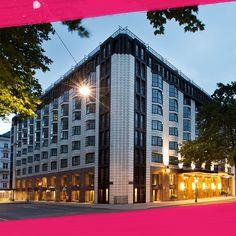 Teambuilding im Hilton Vienna Plaza. Das 2014 renovierte Hilton Vienna Plaza liegt direkt an der historischen Ringstraße, gegenüber der Wiener Börse, unweit des historischen Stadtzentrums.