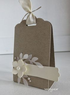 template for a paper box using Stampin & Up! Instructions for the kissing packaging Paper Gift Box, Diy Gift Box, Paper Gifts, Diy Gifts, Gift Tags, Decorated Gift Bags, Table Cards, Stamping Up, Diy And Crafts