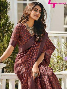 Trendy Sarees, Stylish Sarees, Fancy Sarees, Silk Saree Blouse Designs, Fancy Blouse Designs, Saree Trends, Saree Models, Casual Saree, Elegant Saree