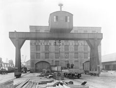 Goliath Crane, Liverpool, 1922 Liverpool Town, Liverpool Docks, Liverpool History, Marina Bay Sands, Crane, Old Photos, Past, Louvre, Industrial