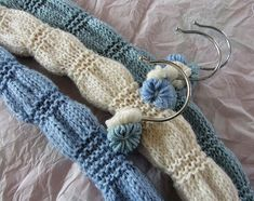 Ravelry: Bloomer clothes hanger cover pattern by Jane Brocket Knitting Paterns, Bead Crochet Patterns, Easy Knitting, Knitting Yarn, Knitting Projects, Knitting Ideas, Crochet Coat, Knitted Coat, Wooden Coat Hangers