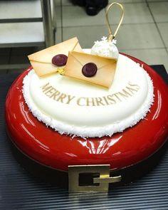 🎁🎁🎁🎁🎁🎁🎁🎁🎄🎄🎄🎄🎄🎄。christmas is coming soon. Christmas Log, Christmas Chocolate, Christmas Is Coming, Christmas Desserts, Chocolate Showpiece, Birthday Cake, Merry, Buffet, Cakes