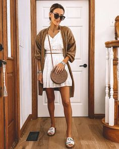 Sporty Outfits, Classy Outfits, Chic Outfits, Summer Outfits, Chloe Sandals, White Two Piece, Military Style Jackets, Blogger Tips, Blogger Style