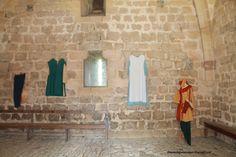 Exposición de algunos trajes de la época.