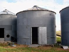 How awesome would it be to have a grain bin made into a play house! How to Disassemble a Grain Bin: Picture Tutorial