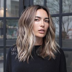 Are you looking for blonde balayage hair color For Fall and Summer? See our collection full of blonde balayage hair color For Fall and Summer and get inspired! Wavy Hairstyles Tutorial, Bob Hairstyles, Trendy Hairstyles, Short Haircuts, Layered Haircuts, Modern Haircuts, Short Hairstyle, Wedding Hairstyles, Medium Hair Styles