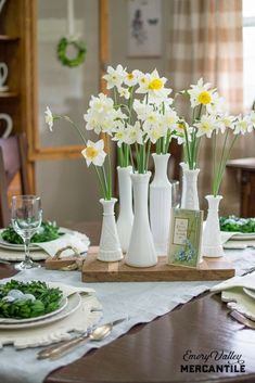 vintage milk glass vases on with narcissus on a spring table Farmhouse Table Centerpieces, Wedding Table Centerpieces, Farmhouse Decor, Fresh Farmhouse, White Farmhouse, Farmhouse Ideas, Farmhouse Style, Milk Glass Vase, Table Vintage