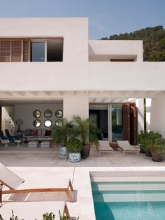This warm white paint color from the exterior of this home would be good for the interior paint wall color of our Tahoe condo. Outdoor Spaces, Outdoor Living, Indoor Outdoor, Outdoor Decor, Ibiza, Isabel Lopez, Garden Deco, Mediterranean Homes, House Goals