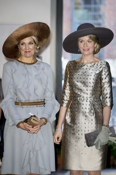 Queen Mathilde of Belgium Photos Photos - Queen Maxima of the Netherlands and Queen Mathilde of Belgium during their visit to the Flemish culture house Bakke Grond on 28 November 2016 in Amsterdam, The Netherlands. - Queen Mathilde of Belgium and King Philippe of Belgium On A 3 Day Official Visit In Holland : Day One