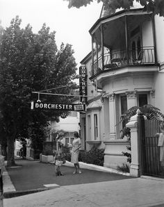 The Dorchester nightclub in Potts Point, Sydney 1959 (by John A Tanner) Sydney City, Sydney Harbour Bridge, Newtown Sydney, The Dorchester, As Time Goes By, Largest Countries, History Photos, Historical Architecture, Sydney Australia