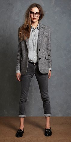 Tweed jacket, loafers, fitted and rolled up jeans, skinny  belt, button down shirt, glasses.
