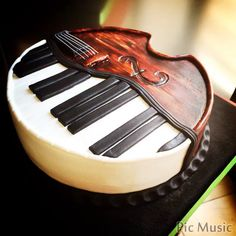 piano and violin cake More