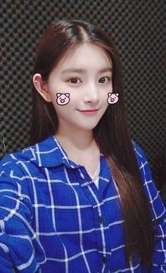 Cute Korean Girl, Korean Girl Groups, K Pop, Yuehua Entertainment, Fandom, Beautiful Asian Girls, Ulzzang Girl, Girl Photos, Kpop Girls