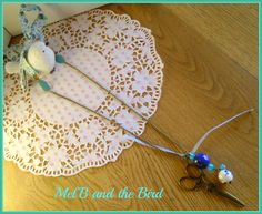 Collier ou sautoir tissu liberty, chaine mailles bronze, breloques ciseaux, perles céramique, perles dépolies bleu canard, mini fleur bleu turquois...