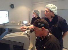 Dr. Enrique Barragán, oftalmologo de Monterrey entrenando a médicos en Australia
