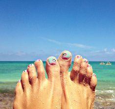 nail art | Goldfish Kiss flamingo toes