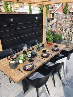 Organic gardening for healty food Patio Dining, Patio Table, Backyard Patio, Outdoor Dining, Outdoor Tables, Outdoor Spaces, Outdoor Decor, Succulent Gardening, Garden Table