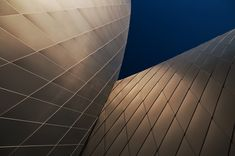 the small town of kastrup in denmark celebrates the public opening of its newest aquarium designed by local practice - the 'blue planet aquarium'. Aquarium Architecture, Architecture Design, Blue Planet Aquarium, World Tanks, The Blue Planet, California City, Aquarium Design, Tiny Spaces, Textures Patterns