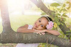 Quanta ternura nessa fotografia infantil, ensaio infantil ao ar livre rendem cenários de conto de fada.
