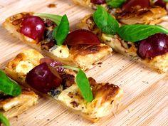 Minipizza p� sm�rdeg med vindruvor   Recept fr�n K�ket.se