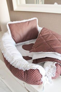47 best ideas for diy baby crochet layette Quilt Baby, Quilted Baby Blanket, Baby Kind, Baby Love, Baby Nest Pattern, Baby Nest Bed, Diy Bebe, Baby Sewing Projects, Baby Bedroom