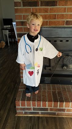 DIY kid's veterinarian costume for career day at school. Made from a t-shirt, permanent markers, and construction paper.