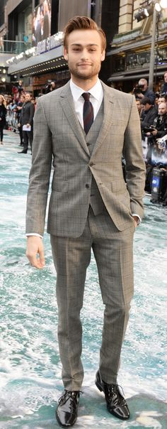 British actor Douglas Booth wearing Burberry tailoring to attend the premiere of Noah in London