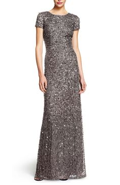 Jurken Huren. Adrianna Papell. Aster. Grey color. Maxi dress. Short sleeves. Long dress. Elegant. Chique. Black tie. White tie. New years dress