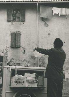 Nino Migliori - da 'Gente dell'Emilia', Venditore Ambulante, 1955