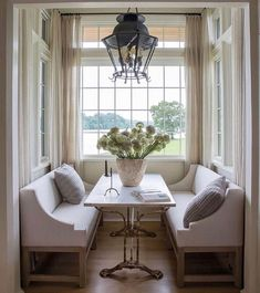 Timeless kitchen design and architecture (look at that nook!) by Atlanta-based Jeffrey Dungan who mixes rustic with elegant in luxury home design. Decor, Dining Nook, Home Decor Kitchen, House Design, Interior, Home Decor, Nook Decor, Luxury House Designs, Timeless Kitchen