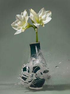 ca6a90aa094 Nápadité kompozície váz roztrieštených vo vzduchu Expozičný Čas