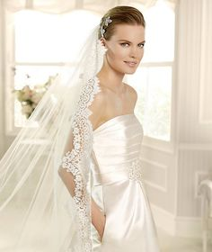 MEJIAS » Wedding Dresses » 2013 Costura Collection » La Sposa » Shown with side Pockets at skirt (close up)