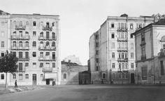 À direita o Palácio Galveias. Ao centro termina agora a Av. João XXI