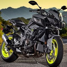 Yamaha would want green or blue rims tho Yamaha Fz, Yamaha Motorcycles, Cars And Motorcycles, Fz Bike, Kawasaki Bikes, Custom Sport Bikes, Futuristic Motorcycle, Motorcycle Camping, Porsche Cars