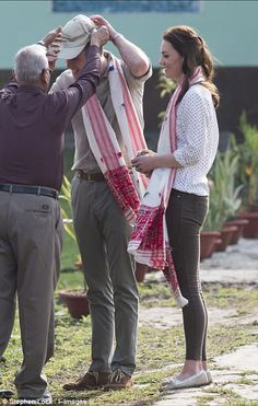 The king and queen of the jungle! Kate keeps it casual with Zara jeans, a spotted blouse and tied back hair while William opts for classic outfit of chinos and khakis as they head out on safari   Daily Mail Online