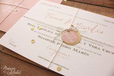 """Invitaciones  """"gold"""" con un toque de confetti"""