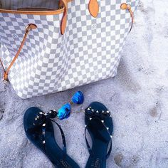 Fashion Trends Louis Vuitton Handbags Outlet, New Ideas For This Winter Inspire You, It Is Your Best Chance To Purchase Your Dreamy LV Handbags Here! You Can Get Any Style You Want At Here! New Louis Vuitton Handbags, Cheap Handbags, Handbags Online, Louis Vuitton Neverfull, Purses And Handbags, Louis Vuitton Monogram, Tote Handbags, Replica Handbags, Vintage Louis Vuitton