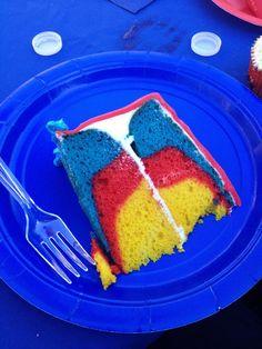 Buttercream Buzz: Superhero Cake-- oooh, Fox would LOVE this! Superman Birthday Party, Superhero Party, 4th Birthday, Birthday Ideas, Birthday Cakes, Dc Superhero Girls Cake, Superman Wedding, Supergirl, Superman Cakes