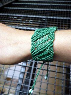 Green macrame bracelet with shell beads
