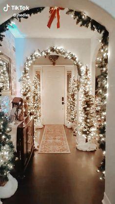 Christmas Interiors, Luxury Christmas Decor, Cosy Christmas, Cottage Christmas, Christmas Wonderland, Beautiful Christmas, Holiday Decor, Christmas Hallway, Christmas Staircase Decor