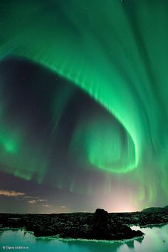 Major solar storms have been arriving this week. The Aurora Borealis is expected to be rad. --With the spiral aurora. Expectations to be extravagantly Image Nature, All Nature, Science And Nature, Amazing Nature, Beautiful Sky, Beautiful World, Beautiful Places, Cosmos, Natural Phenomena
