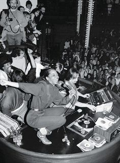 Diana Ross squatting atop disc jockey booth in Studio 54 at farewell party for co-owners Steve Rubell and his partner on February 1980 Cultura Rave, Night Club, Night Life, Cannes, Studio 54 Fashion, Musica Disco, Arte Hip Hop, The Wombats, Disco Club