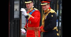 During Prince William and Kate Middleton's royal wedding, Prince Harry, the best man, managed to bring the soon-to-be Duchess to tears. Lady Diana, Prince Harry And Megan, Prince William And Catherine, Princesa Diana, Prinz Georges, Princesa Kate Middleton, Diana Williams, Estilo Real, Men In Uniform