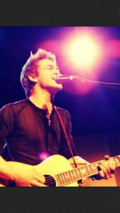 hunter. He's pretty nice looking if I do say so myself... Same with Scotty McCreery <3