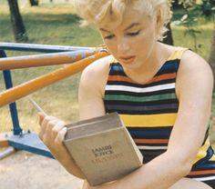 Marilyn Monroe reading Ulysses by James Joyce. /http://www.cup.columbia.edu/media/4527/monroe-blog-2.gif