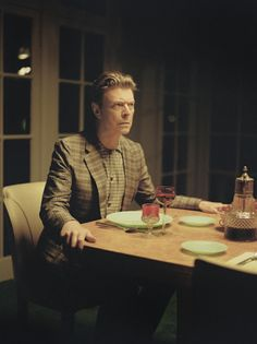David Bowie's 'The Next Day' Hits No. 1 in the U.K. | 15 Minute News