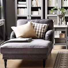 Å ta seg tid til bare å lene seg tilbake og slappe av – det er en av livets… Armchair Vintage, Comfy Chairs, Living Room, Home, Ikea Armchair, Classic Furniture, Armchair Design, Home Decor, Room