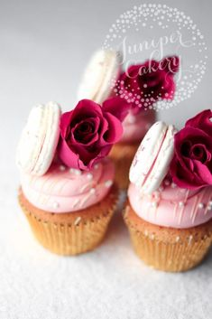 These Elegant Cupcakes topped with a Pink Rose, Pink Frosting and a Pale Pink Macaroon are the Perfect Cupcakes for Mother's Day. Sweet 16 Cupcakes, Elegant Cupcakes, Holiday Cupcakes, Pink Cupcakes, Mothers Day Desserts, Mothers Day Cupcakes, Pink Macaroons, Macarons, Beautiful Wedding Cakes