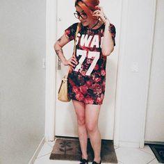 """Look do dia. Chamo essa pose de """"A Garra"""" ou pose truncada. Que mão é essa gnt!? Hauahauauauauua . . . . . . . . . . . . .  #tumbrl #tumbrlgirl #igers #igersbrasil #fashionista #ootd #lookdodia #fashionblog #fashionblogger #blogger #blogueira #modablogueira #instablog #instafashion #instagood #instalife #instalovers #insta #huntgram #streetstyle #streetlife #vsco #vscocam #vscofashion"""